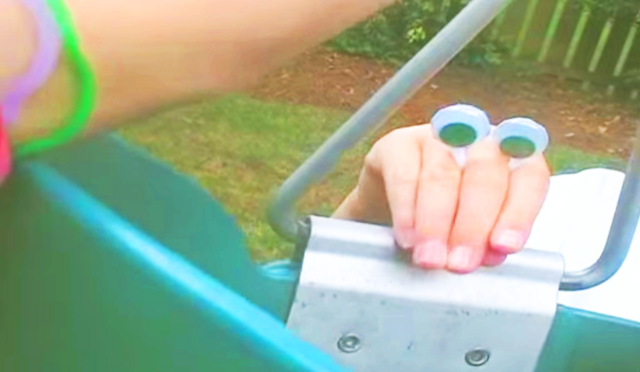 File:Another Oobi Vacation - King of the Swing.png