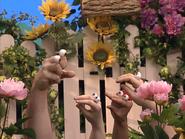 Oobi-Garden-Day-Grampu-and-the-kids