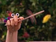 Oobi-Frieda-Friend-Uma-playing-paddleball