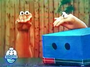 Oobi-shorts-Guess-Kako-puzzled