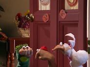 Oobi-Halloween-kids-thinking