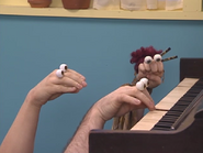 Oobi-Piano-Lesson-Grampu-playing