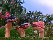 Oobi-Frieda-Friend-Oobi's-shoe