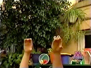 Oobi-shorts-Pretend-Catch-throwing-to-the-viewer