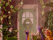 Oobi-Dinosaur-finding-home