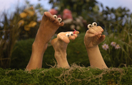 Oobi-Noggin-photo-foot-friends-close