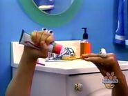 Oobi-shorts-Toothpaste-Oobi-tries