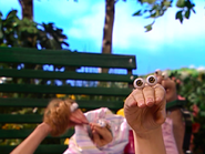 Oobi-Baby-Oobi-talking-to-the-camera