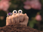 Oobi-Garden-Day-Uma-in-the-soil