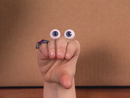 Oobi-Showtime-Uma-wants-to-help