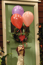 Oobi Noggin Nick Jr TV Show Series Valentine! Delivery Woman Hand Puppet Character