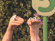 Oobi-New-Friend-counting-with-Frieda