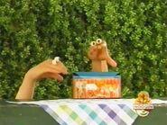 Oobi-shorts-Animal-Cookies-Kako-arrives