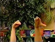 Oobi-shorts-Pretend-Catch-Kako-with-the-ball