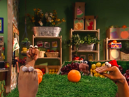 Oobi-Shopping-the-oranges-fall