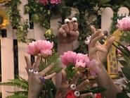 Oobi-Garden-Day-Oobi-and-Kako-as-flowers