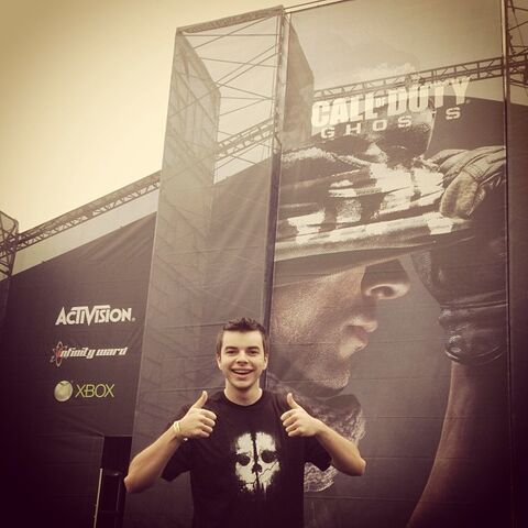 File:Nadeshot COD Ghosts MP event.jpg