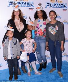 Dascha and her three kids at the Frozen premiere 2014