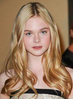Elle-fanning-long-romantic-blonde