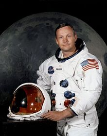 471px-Neil Armstrong
