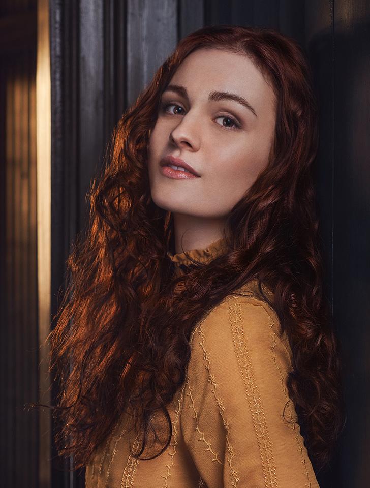 Sophie Skelton photos