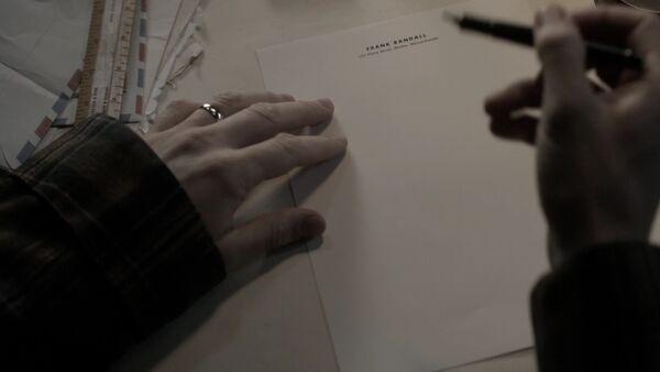 Frank-escribiendo-carta