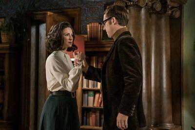 TV-Insider-Outlander-Season-3-Preview-Claire-Life-Boston