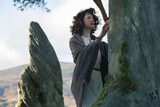 File:S01E01-Caitriona Balfe as Claire Randall.jpg