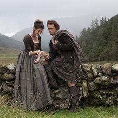 Claire Randall (Caitriona Balfe), Jamie Fraser (Sam Heughan)