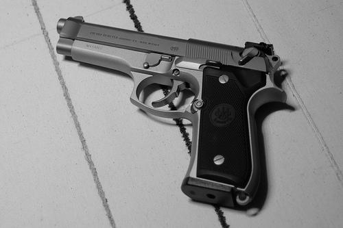 File:Beretta 92FS (left).jpg