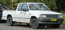 1985-1988 Mazda B2000 Cab Plus 2-door utility 01