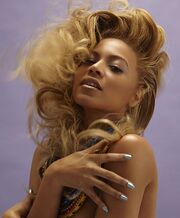 496px-Beyonce Knowles with necklaces