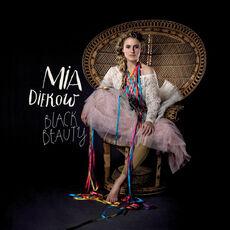 Mia-Diekow-Black-Beauty