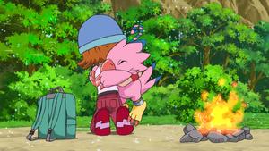 Biyomon hug Sora