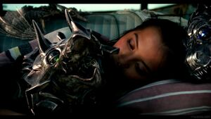Transformers-The-Last-Knight-Theatrical-Trailer-2-5