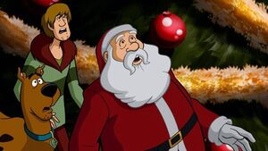 640px-Santa with Shaggy and Scooby