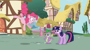 Pinkie Pie astonished to see new pony (Twilight) in town S1E01