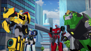 Bee Team Save the Crown City from Soundwave