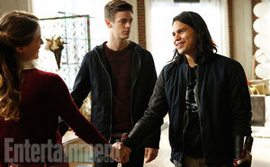 Arrowverse-Crossover-Barry-Allen-Cisco-Ramon