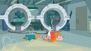 Candace y Perry en el suelo