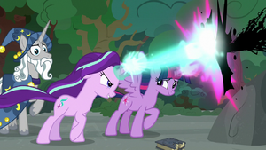 Starlight and Twilight blasting magic together S7E26