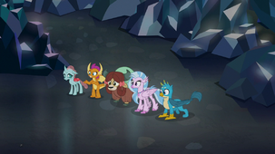 Young five watch spiders lead the way S8E22