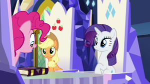 Pinkie Pie recognizes the friendship journal S7E14