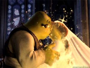 Shrek Fiona kiss