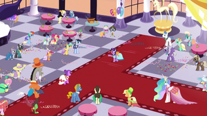 Twilight Sparkle addressing the ballroom S5E7