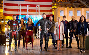 Arrowverse-Crossover-Hanger