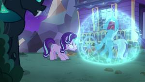 Starlight encases Trixie in soundproof bubble S6E25