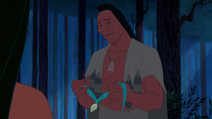 Powhatan gives Pocahontas her mothers necklace