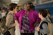Middle-School-The-Worst-Years-of-My-Life-2016-Retta-Griffin-Gluck-and-Thomas-Barbusca