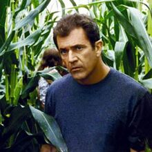 Mel-gibson-signs-movie-1